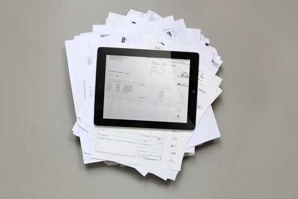 DocuWare_iPadPapierstapel_580px.jpg